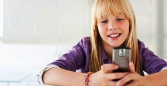 Η γενιά του αντίχειρα, η εξάρτηση των εφήβων από την κινητή τηλεφωνία