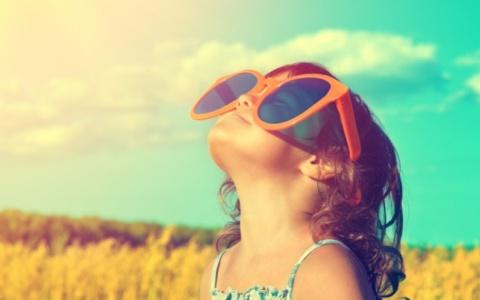 Παιδί και έκθεση στον ήλιο: Οι κανόνες ασφάλειας ανά ηλικία