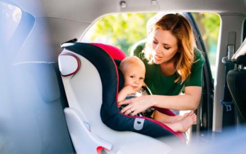 Ήλιος: Πως να προστατεύσετε το μωρό όταν κάνετε βόλτα
