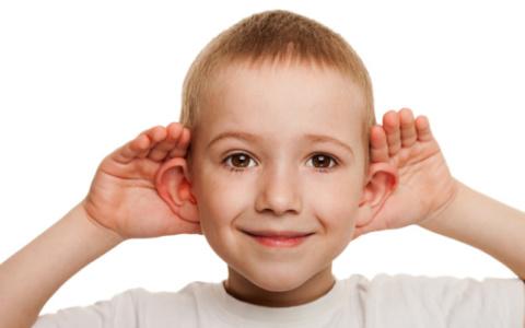 Παιδί: Τα ύποπτα συμπτώματα όταν έχει πρόβλημα με την ακοή του