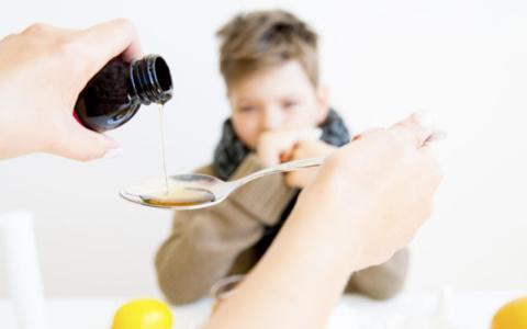 Φάρμακα για βήχα και κρυολόγημα στο παιδί: Απαντήσεις σε 5 συχνές ερωτήσεις