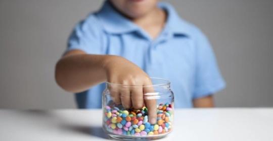 Πώς να μειώσετε την ζάχαρη που παίρνει συνολικά το παιδί – 5 έξυπνοι τρόποι